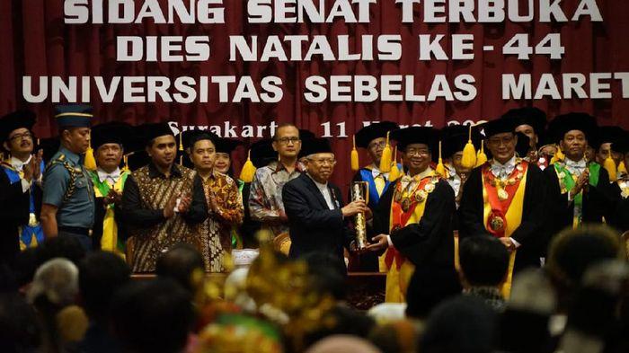 Maruf Amin Terima UNS Award