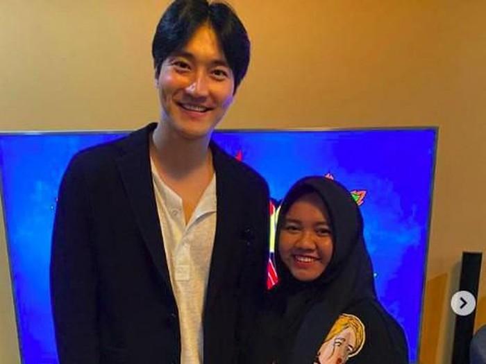 Siwon foto bareng pengasuh Rafathar