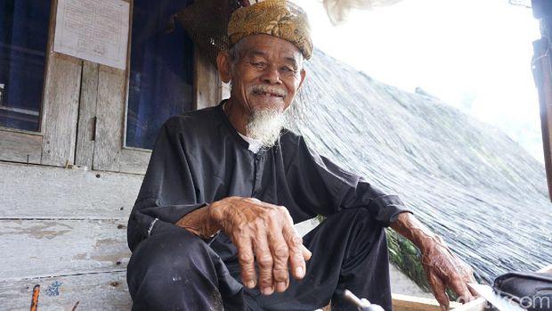 Pak Maun, tetua adat di Kampung Naga