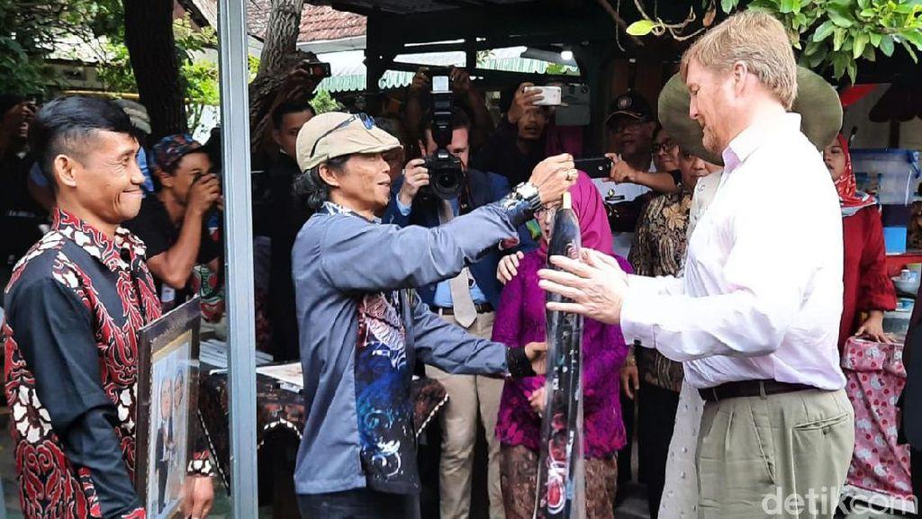 Asyiknya Raja Belanda Belanja Batik di Kampung Cyber Yogyakarta