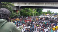 Buruh dan Mahasiswa Bersatu Orasi Tolak Omnibus Law di Bundaran Waru