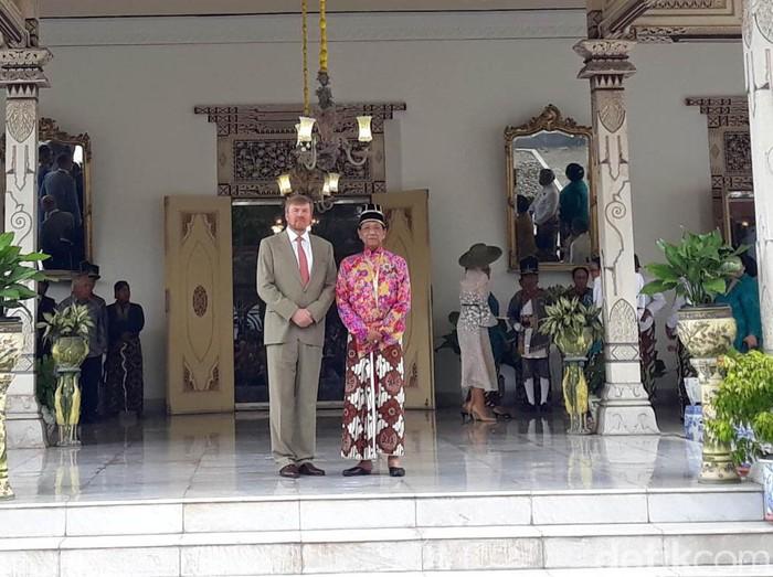 Raja Keraton Ngayogyakarta Hadiningrat, Sri Sultan Hamengku Buwono (HB) X menerima Raja Belanda, Willem Alexander dan Ratu Maxima di Gedhong Jene, Yogyakarta.