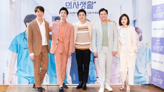 5 Alasan Kamu Harus Mulai Nonton Drama Korea 'Hospital Playlist'