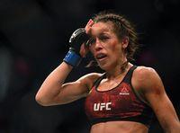 Pertandingan Brutal, Kepala Petarung UFC Wanita Ini Sampai 'Penyok'
