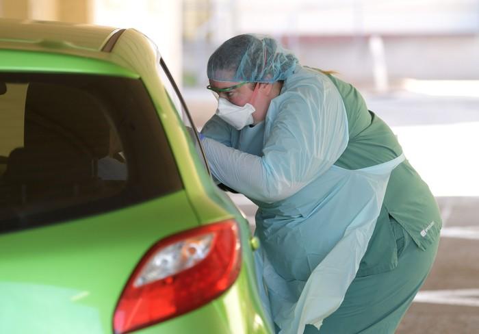 RS di Australia membuka layanan pemeriksaan virus corona via drive-through. Hal itu dilakukan guna minimalkan kontak antara calon pasien dengan petugas medis.