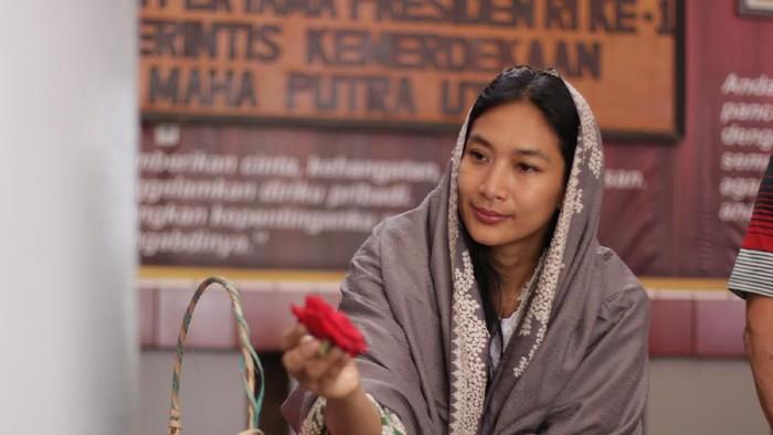 Monolog Happy Salma di Teater Musikal Inggit Garnarsih