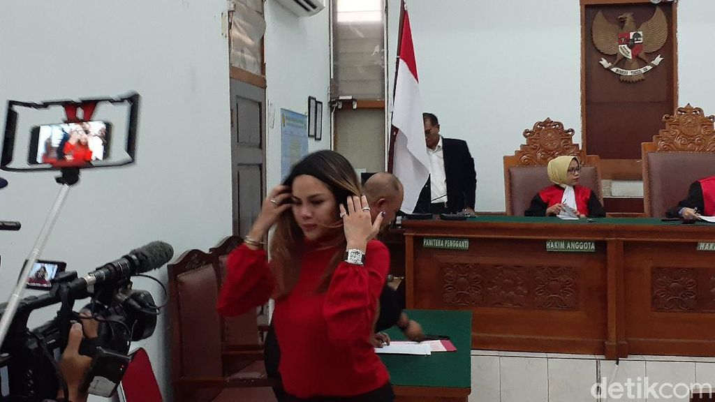 Eksepsi Ditolak, Nikita Mirzani Tetap Diadili di Kasus Penganiayaan Dipo Latief