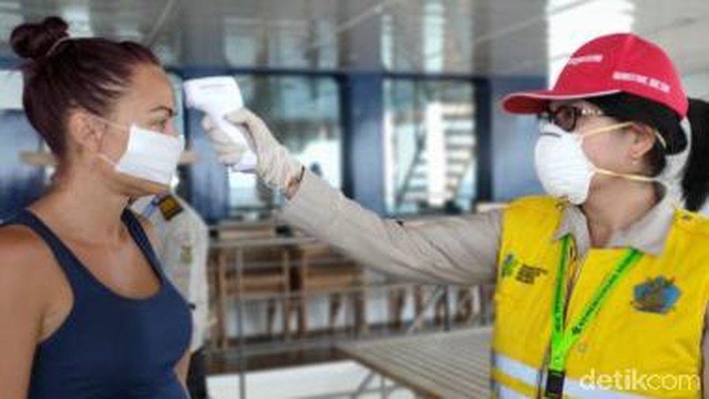 Momen ABK-Penumpang Dicek Kesehatan Sebelum Kapal Pesiar Australia Sandar