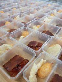 Cegah Corona, Pengantin Ini Siapkan Catering di Box untuk Dibawa Pulang Tamu