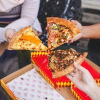 Yuk! Ngemil 'Sliced Pizza', Pizza Potongan yang Mantap di Sini