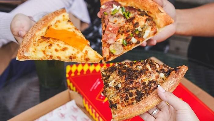 sliced pizza