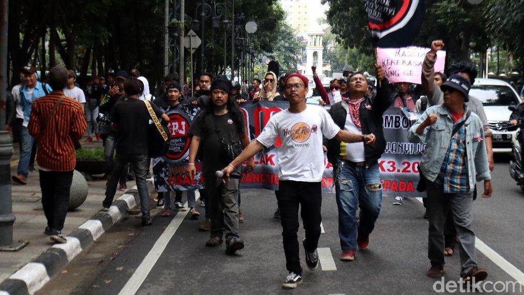 Ratusan Musisi Jalanan Geruduk Kantor Wali Kota Bandung