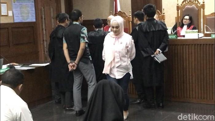 Jennifer Dunn di sidang Wawan (Hanif/detikcom)