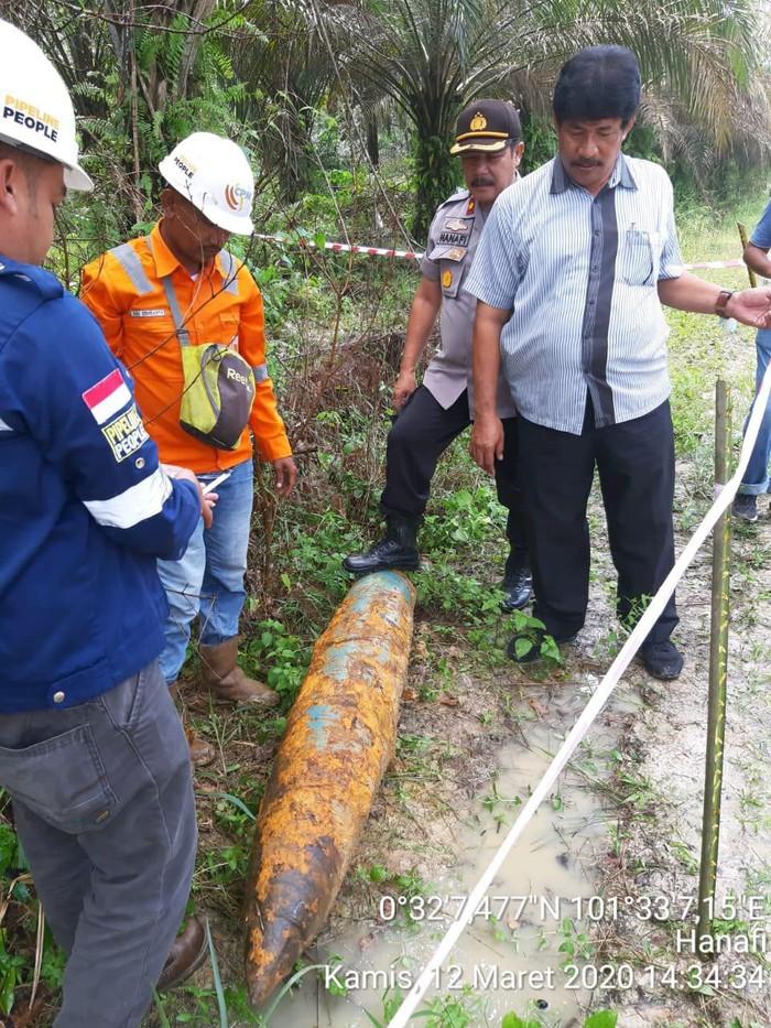 Penemuan mortir di Pekanbaru saat ada pengerjaan badan jalan (dok. Istimewa)