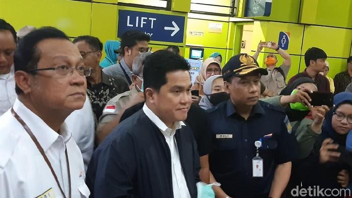 Menteri BUMN Erick Thohir di Stasiun Gambir