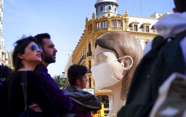 Festival Las Fallas atau dikenal juga dengan sebutan festival api menurut rencananya akan digelar pada Jumat (13/3) mendatang. Namun, festival itu batal diselenggarakan usai pemerintah Spanyol melarang kegiatan yang mengumpulkan ratusan orang di satu tempat guna mencegah penyebaran virus corona.