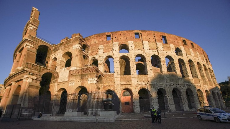 A view of the Colosseum that will be closed following the governments new prevention measures on public gatherings, in Rome, Sunday, March 8, 2020. Italy announced a sweeping quarantine early Sunday for its northern regions, igniting travel chaos as it restricted the movements of a quarter of its population in a bid to halt the new coronavirus relentless march across Europe. (AP Photo/Andrew Medichini)