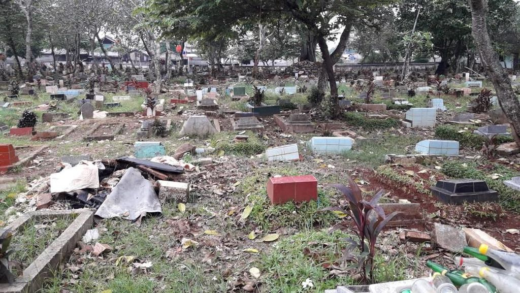 Dangdutan di Kuburan Bikin Penjaga Kewalahan