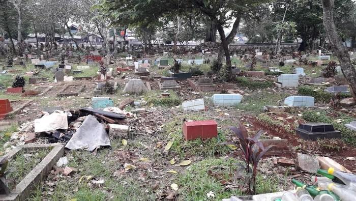 Viral Dangdutan di Tengah Kuburan di Depok, Begini Ceritanya