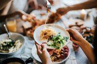 Hindari Berbagi Makanan Agar Tidak Tertular Virus Corona