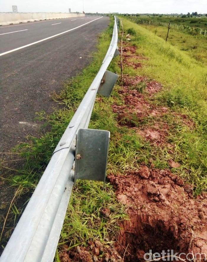 Tiang pagar Tol Palembang-Kayu Agung di Sumatera Selatan hilang dicuri jelang peresmian.