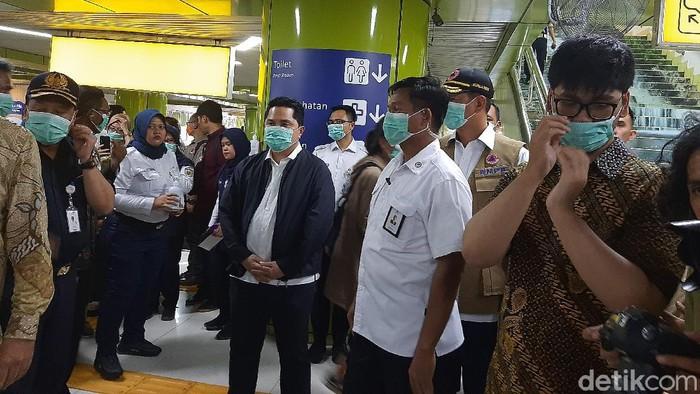 Erick Thohir-Kepala BNPB Pantau Disinfeksi di Stasiun Gambir.
