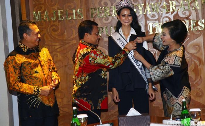 Bamsoet didampingi wakil pimpinan MPR saat menerima Finalis Putir Indonesia 2020