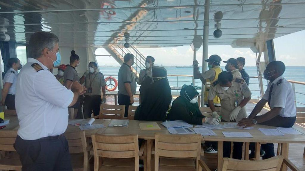 Sandar di Makassar, Penumpang Kapal Pesiar Australia Wisata ke Fort Rotterdam