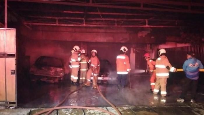 Mobil warga Pulogadung, Jaktim terbakar di garasi