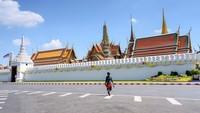 Sekarang, Thailand kosong melompong. Nyaris tidak ada wisatawan yang berkunjung ke Grand Place di Bangkok (AFP)