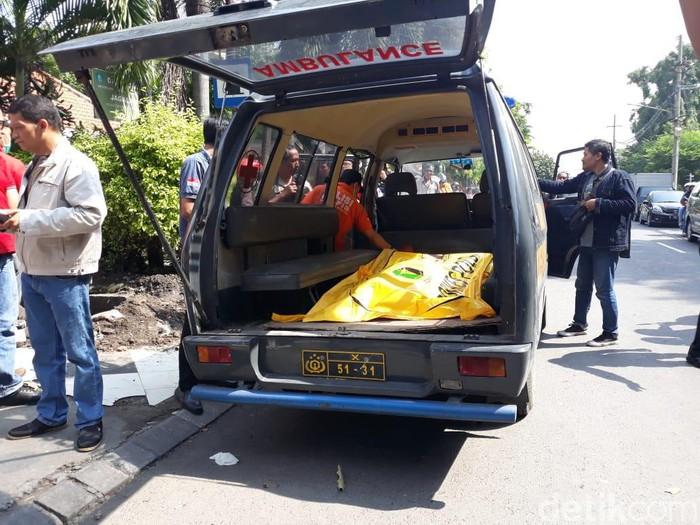 Pria di Sidoarjo ditemukan tewas bersimbah darah. Korban tewas dengan luka di bagian kepala.