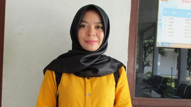 Seorang wanita di Deli Serdang, Sumatera Utara (Sumut), Sri Enda Pujiani (27), terlibat aksi kejar-kejaran dengan jambret di jalanan. Dia mengejar jambret dengan motor matic yang dikendarainya hingga si jambret terjatuh.