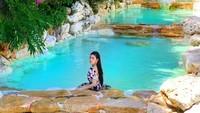 Di luar tugasnya sebagai Duta Pariwisata Spa Indonesia, Zahra juga menyukai aktifitas traveling. Ini momen saat dia liburan ke sebuah destinasi cantik di Bali(@zahramell/Instagram)
