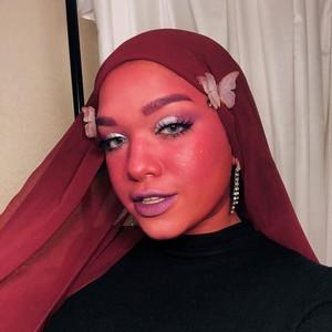 Wanita Ini Buktikan Hijab Bukan Halangan Jadi Cosplayer, Gayanya Nyentrik