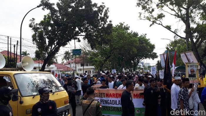 Demo di Konjen India, Medan.