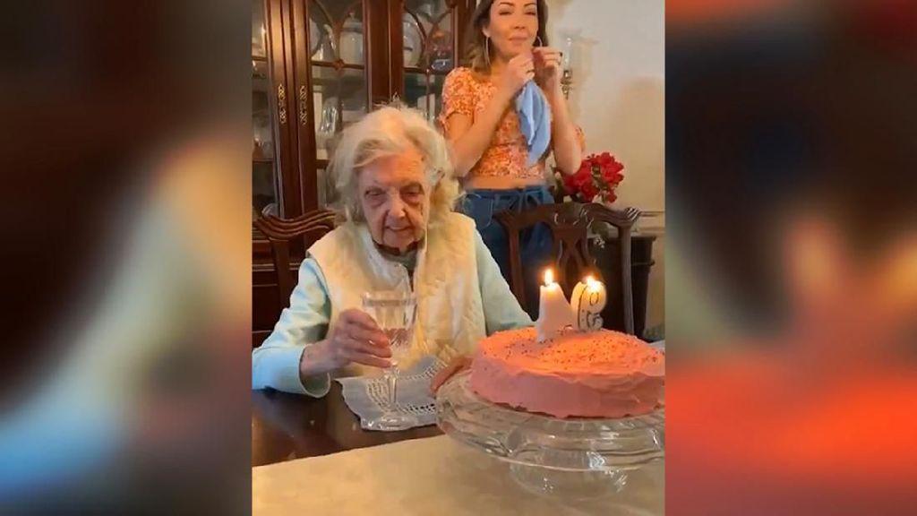 Dapat Kejutan Kue Ultah, Harapan Nenek 94 Tahun Ini Bikin Kaget