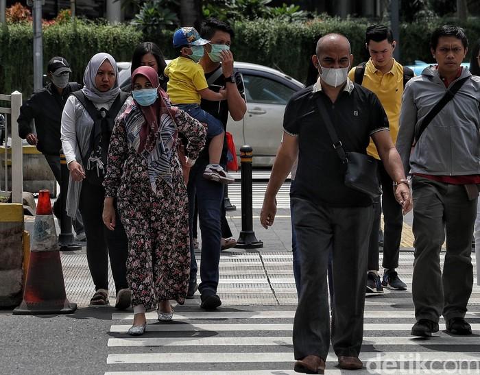 WHO telah umumkan wabah corona sebagai pandemi. Meski telah memperketat pengawasan guna cegah corona, Indonesia belum berencana melakukan lockdown.