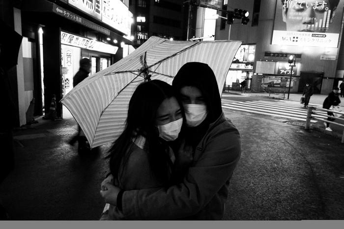 Fotografer AP Jae. C. Hong memotret pandemi corona di Tokyo yang meresahkan dalam warna hitam dan putih.