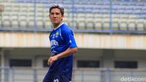 Pemain Persib Bandung Bertumbangan, Rusuk Kim Kurniawan Retak