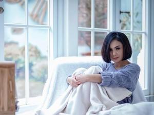 Yuni Shara Potong Rambut di Rumah, Hairdresser-nya dari Belanda