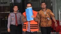 Bermasker, Eks Kepala Dinas PUPR Mojokerto Diperiksa KPK