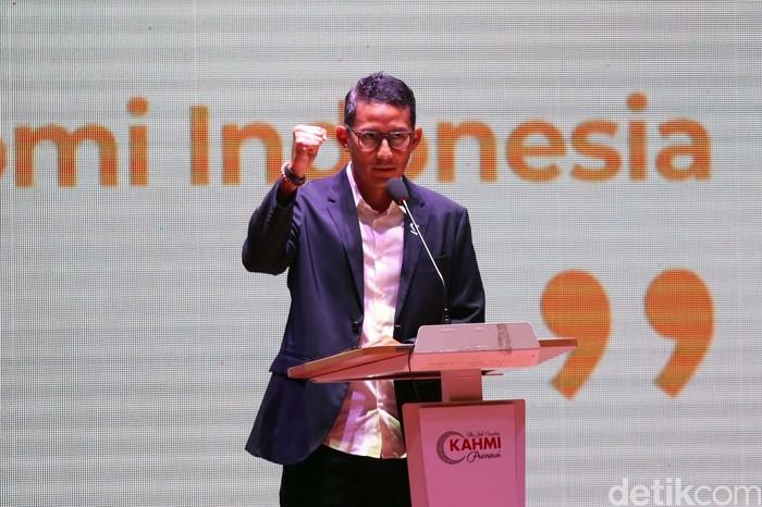 Sandiaga Uno hadir dalam diskusi 'Opposition Leaders Economic Forum' di Jakarta. Acara itu membahas 'Selamatkan Ekonomi Indonesia di Tengah Krisis COVID-19'.
