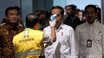 Momen Jokowi Dicek Suhu Tubuh saat Tinjau Soetta