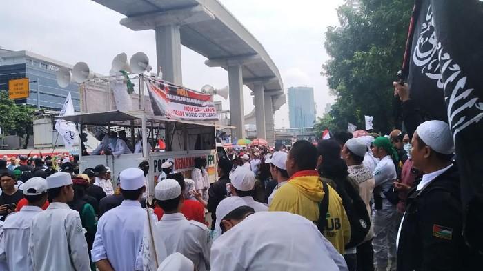 Massa demo di depan Kedubes India