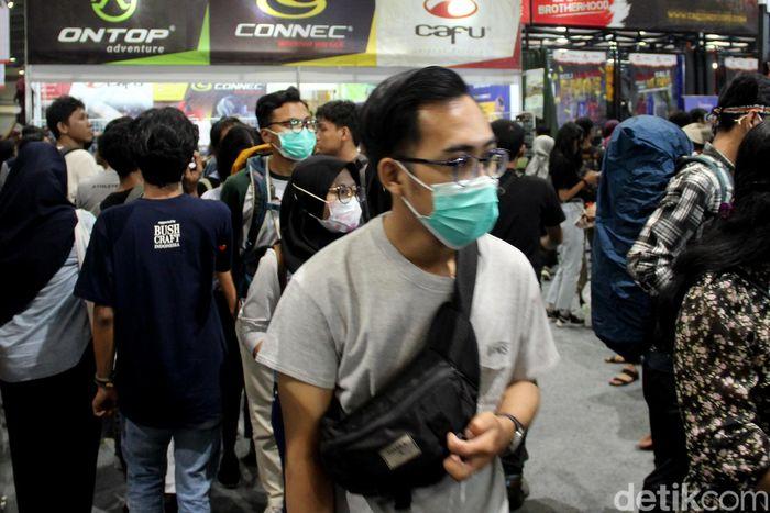 Pemandangan berbeda terlihat dari gelaran hari ke-3 Indonesia Outdoor Festival (Indofest) 2020. Para pengunjung terlihat mengenakan masker untuk antisipasi corona.