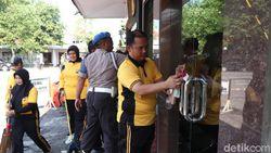 Cegah Corona, Polres Jombang Bersihkan Fasilitas Umum dan Layanan Publik