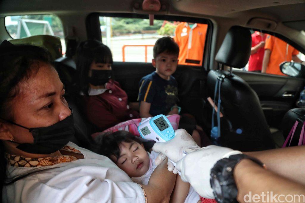 DKI Jakarta resmi menutup 23 lokasi wisata untuk mengurangi penyebaran virus Corona. Ancol yang jadi primadona juga ikut ditutup.