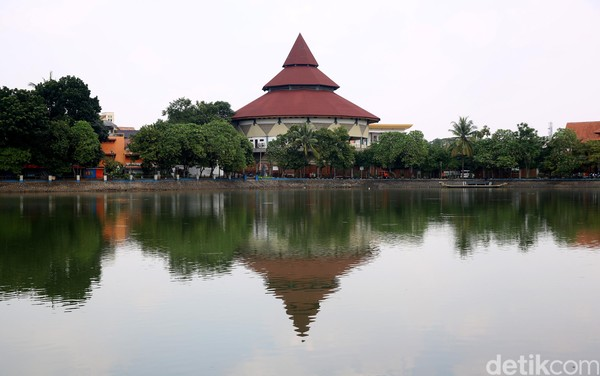 Perkampungan Budaya Betawi Setu Babakan di Jagakarsa, Jakarta Selatan juga ikut ditutup. Muhammad Ridho/detikcom.