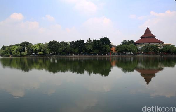Gubernur DKI Jakarta Anies Baswedan mengumumkan penutupan sementara belasan tempat wisata di Ibu Kota. Perkampungan Budaya Betawi Setu Babakan juga menjadi salah satunya yang ditutup.