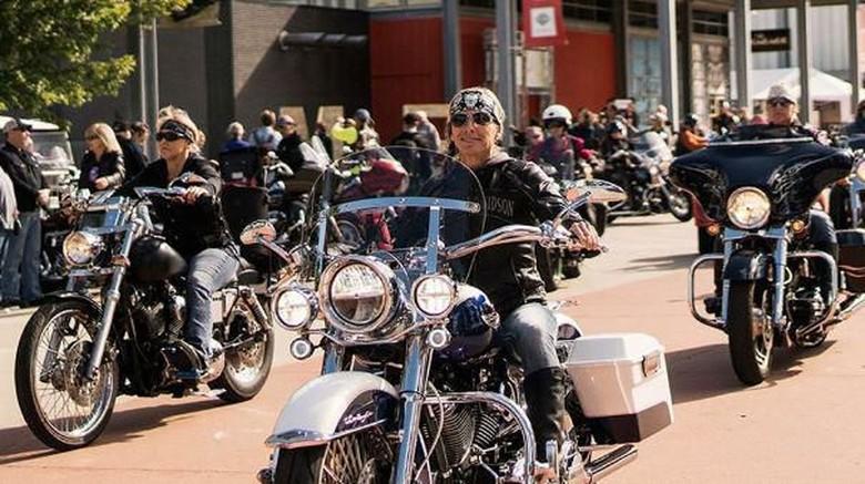 Ribuan wanita naik Harley-Davidson pecahkan rekor dunia